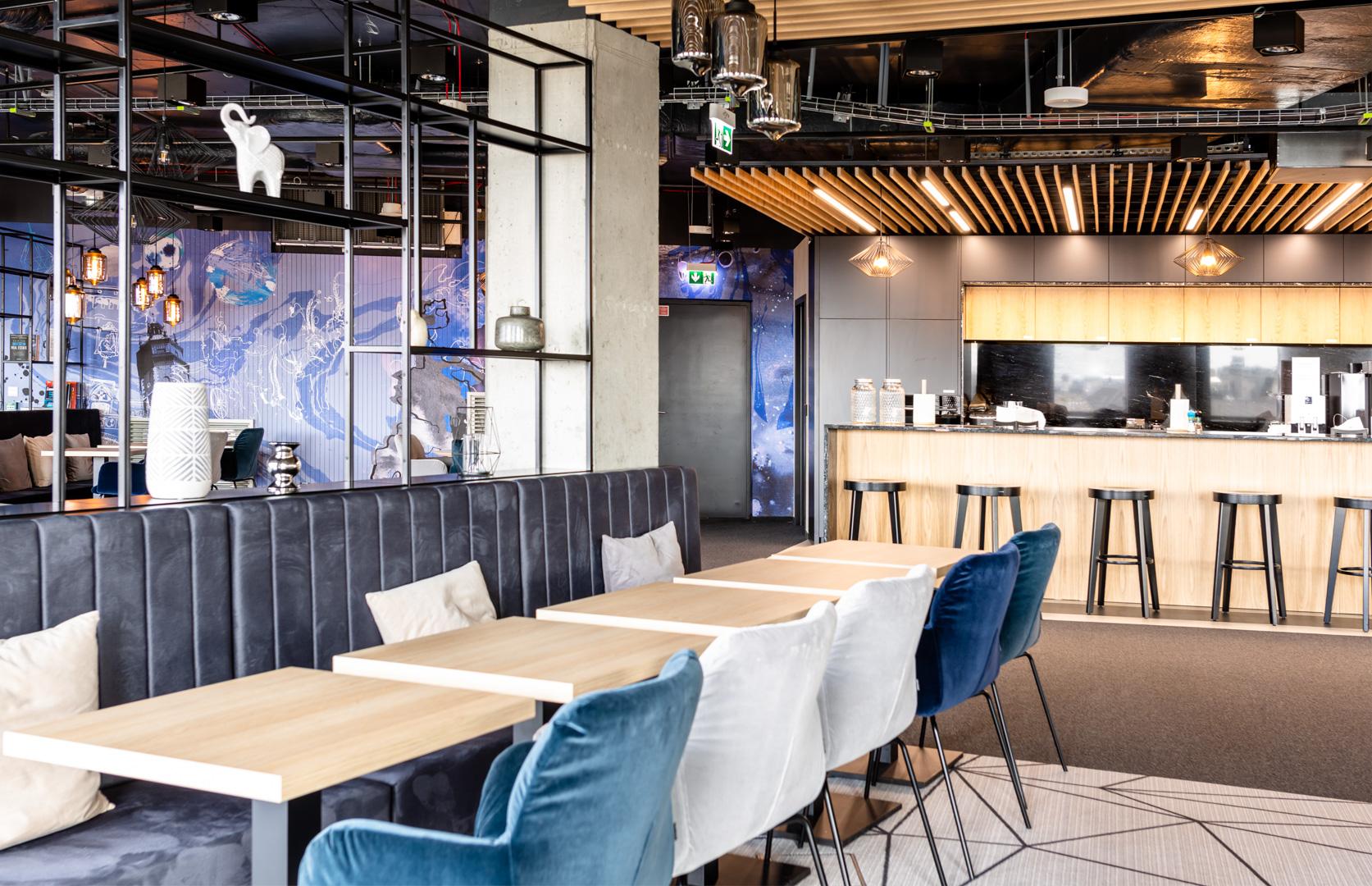 Wnętrze budynku biurowego Universal Investment